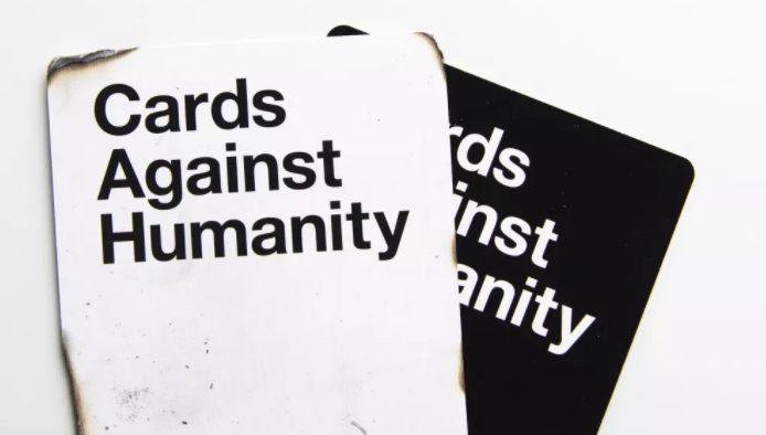 Cómo jugar a las cartas contra la humanidad en línea