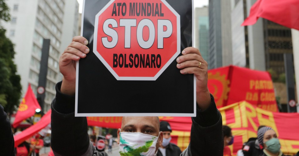 Protesters take action against the Brazil President Jair Bolsonaro in the central region of the city of São Paulo, Brazil, on June 28, 2020. (Photo: Fabio Vieira/FotoRua/NurPhoto via Getty Images)