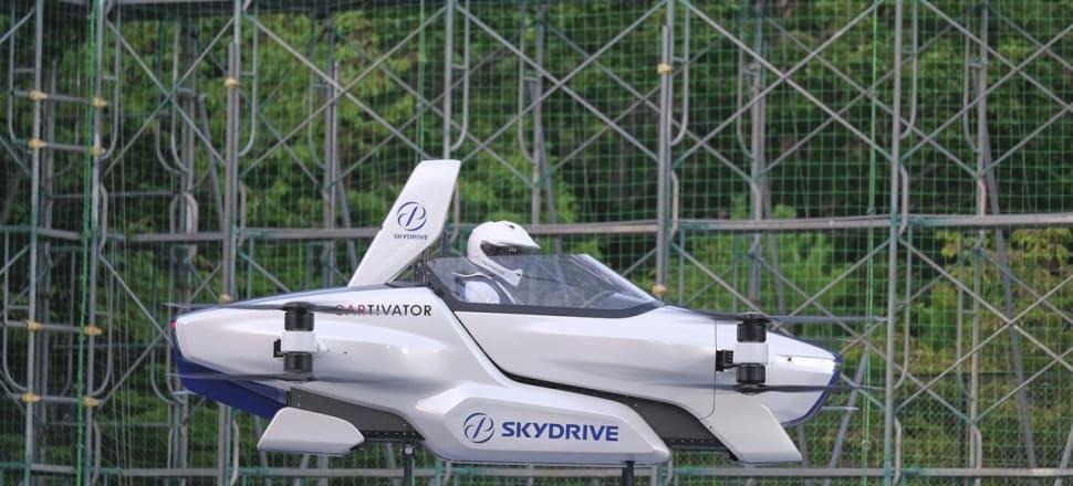 Coche volador japonés en vuelo tripulado