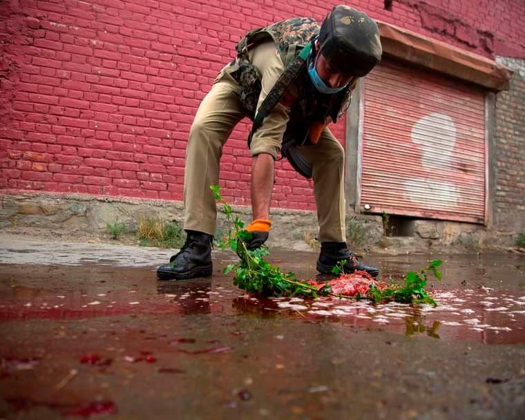 Policía 2 oficiales asesinados por rebeldes en Cachemira controlada por India