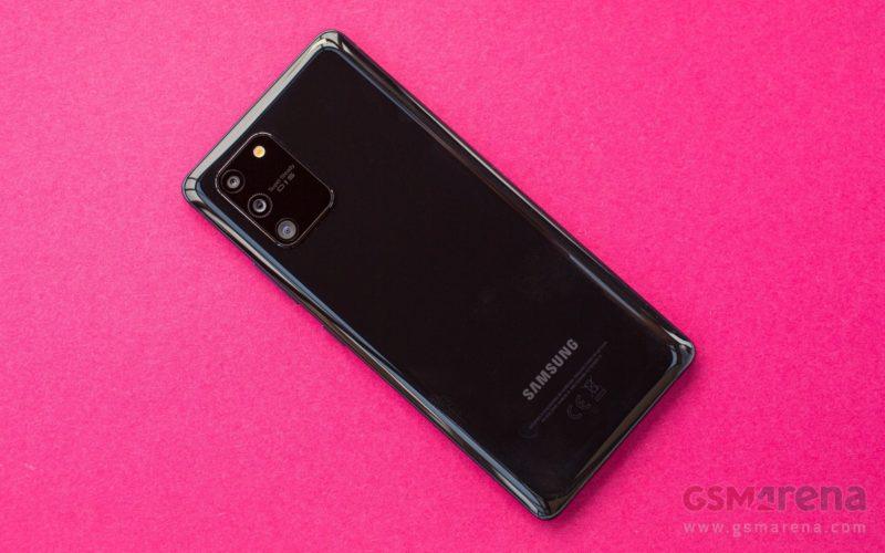 Galaxy Z Fold 2 está disponible, mientras que el Samsung Galaxy S20 FE queda atrapado en imágenes prácticas