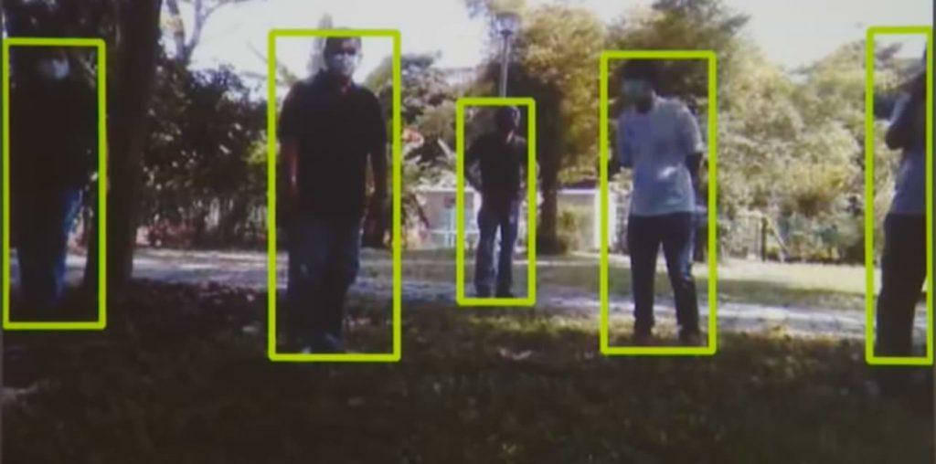 Robot con máscara