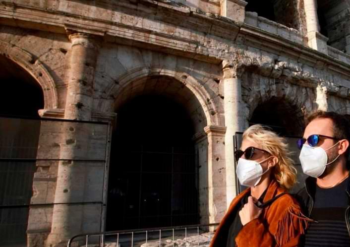 Más máscaras, menos juego Europa endurece las reglas a medida que aumenta el virus