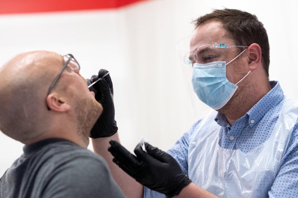 La FDA aprueba el primer kit de prueba de COVID-19 para uso doméstico