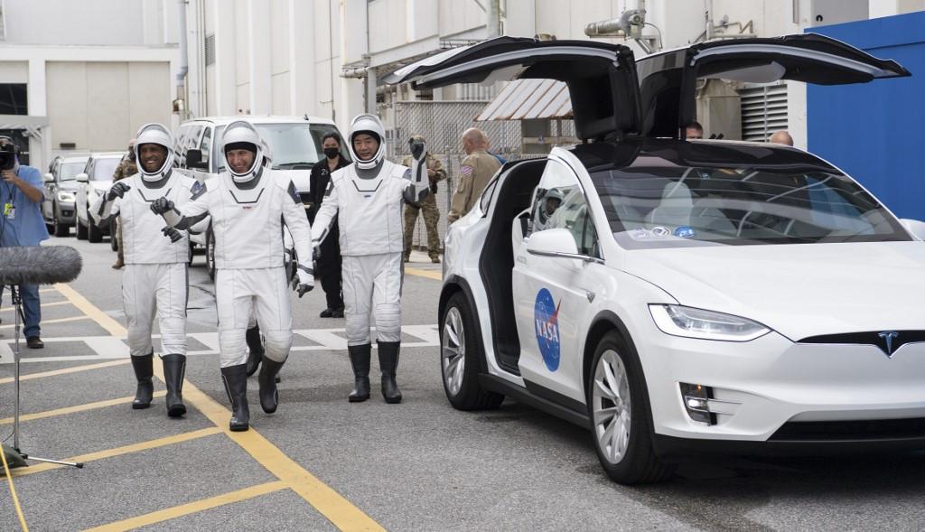 SpaceX lanza cuatro astronautas a la ISS