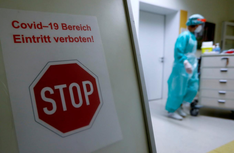 'Sean perezosos, salven vidas', instan a los jóvenes alemanes en un video cómico de COVID