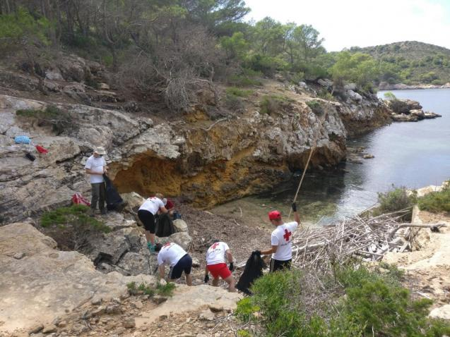 Collecting waste in Cabrera