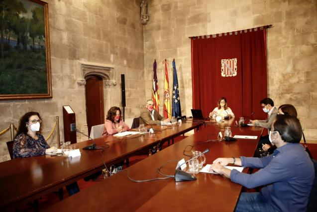 Balearic government meeting with business representatives