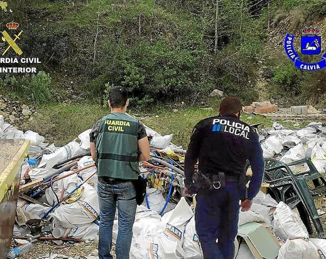 Police inspect illegal dumping in Mallorca