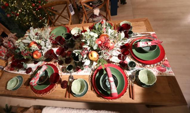 A Christmas table set for six people