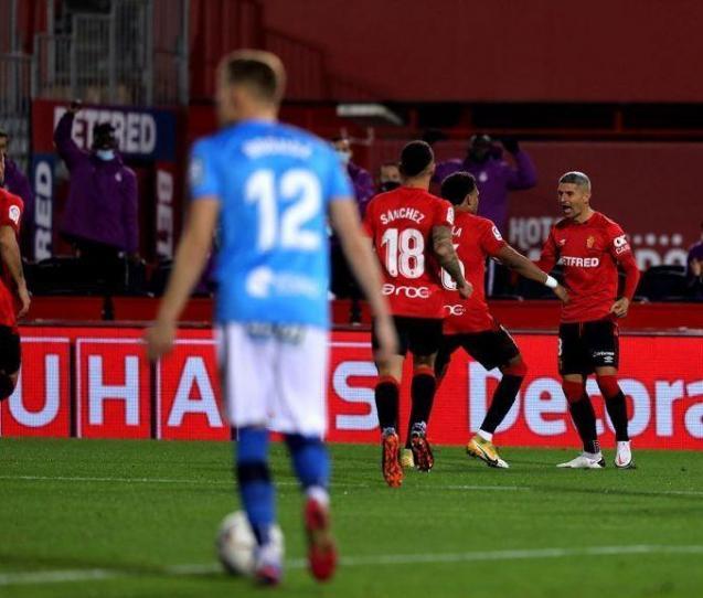 Salva Sevilla of Real Mallorca scores against Logroñés