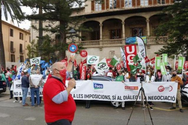 Demonstration in Palma against Government pay freeze.