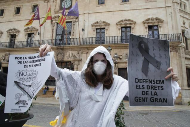 Palma Mallorca protest against care home visits