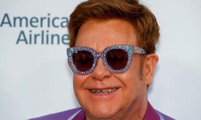 Elton John pide más pruebas del VIH para poner fin a nuevos casos en Inglaterra para 2030