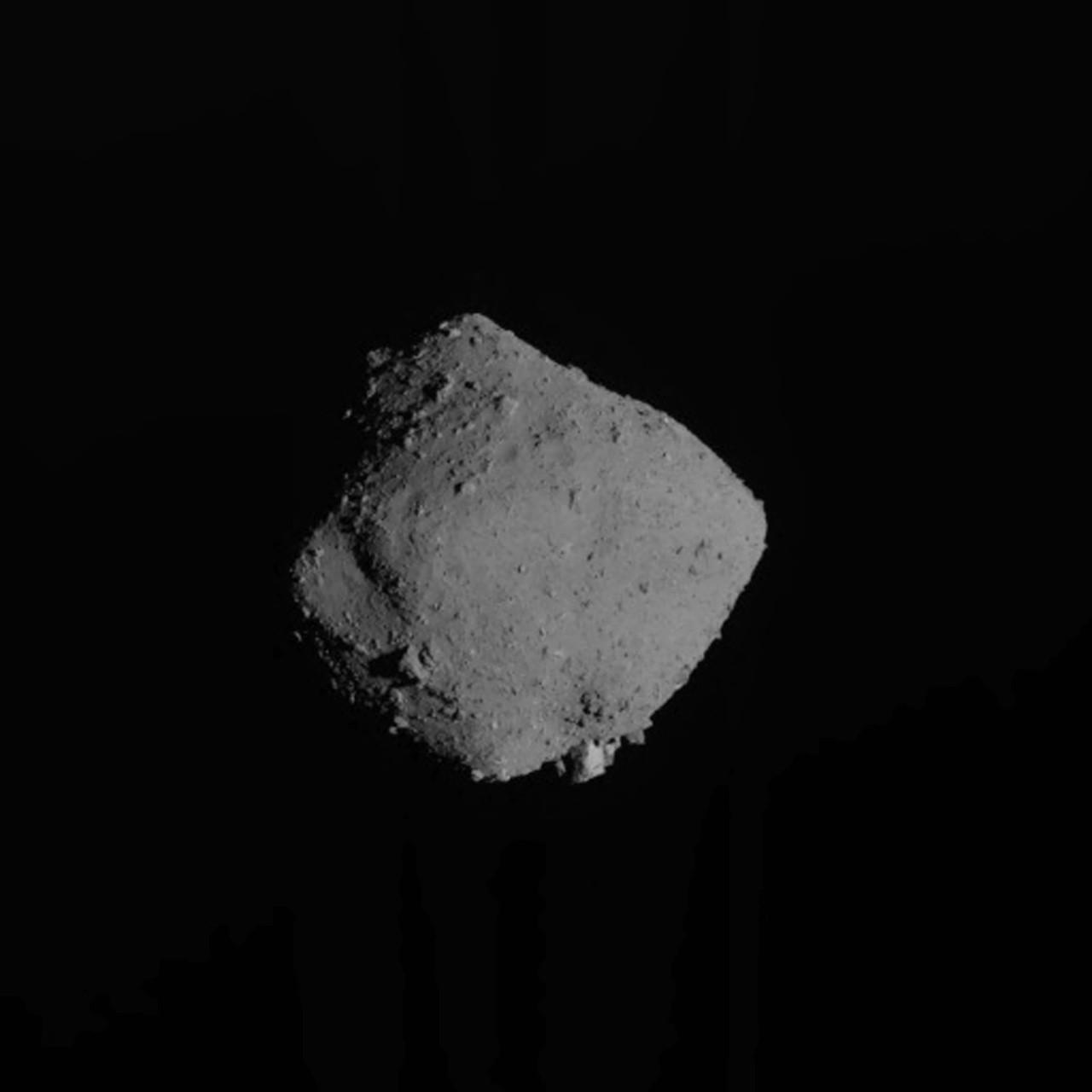 El polvo de asteroides recogido por la sonda japonesa llega a la Tierra