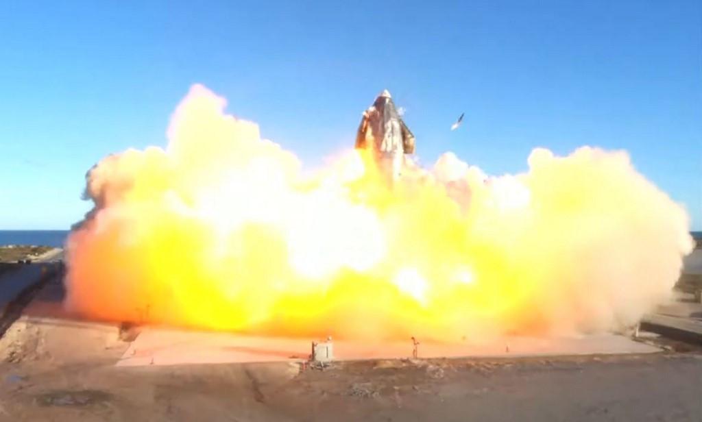 Prototipo de SpaceX despega ... y se estrella en una bola de fuego