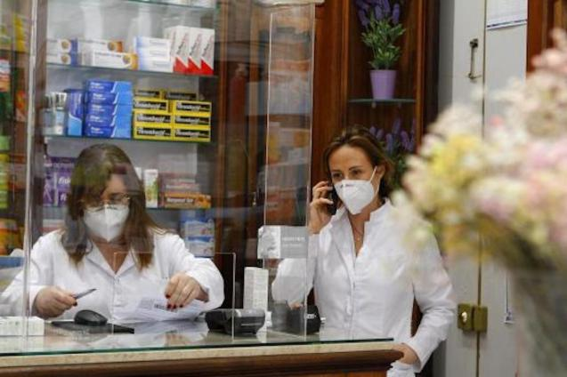 Pharmacists in Palma.