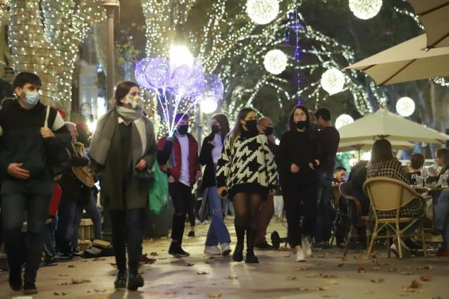 People in Palma, Mallorca; Christmas 2020