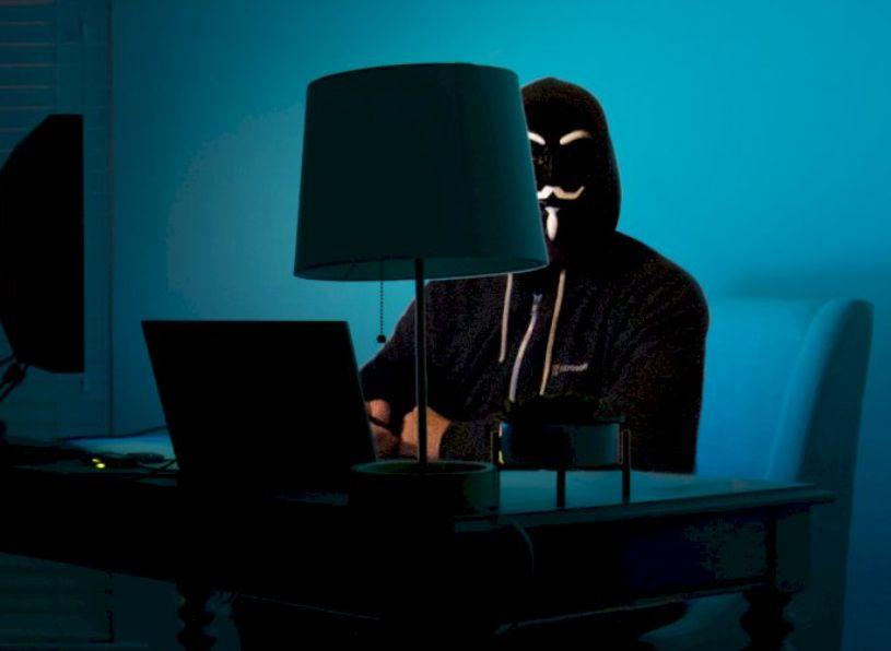 Un hombre amenazado por piratas informáticos, resulta que el agresor es su propio hijo