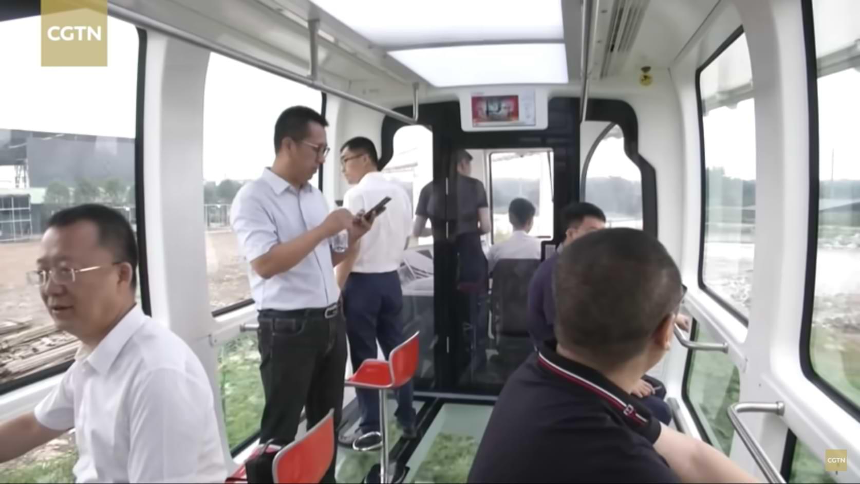 China lanza el primer teleférico de vidrio del mundo y brinda a los pasajeros hermosas vistas
